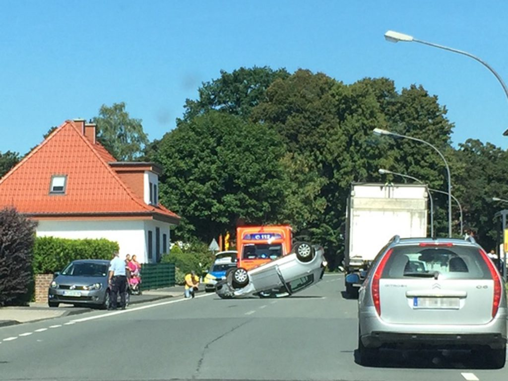 Spektakulärer Crash in Laggenbeck. Sachschaden: ca. 17.000 €.