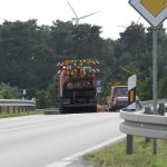 Kehrmaschine und Straßenmeisterei auf der B219